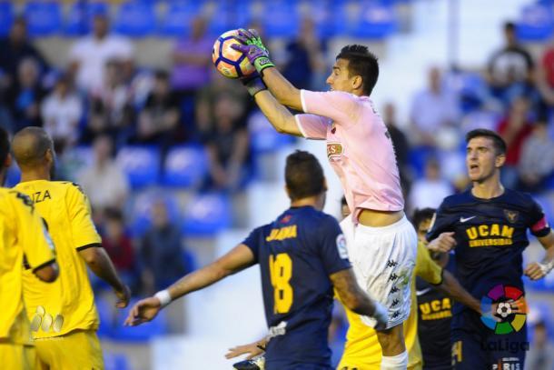 El portro Edgar Badia es el menos goleado de Segunda Division. Solo ha encajado cinco goles en 10 jornadas. (Foto: LaLiga)