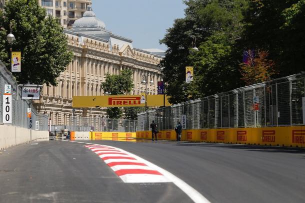A pista de rua de Baku deverá ser a mais rápida de todos os tempos (Foto: Divulgação/F1)