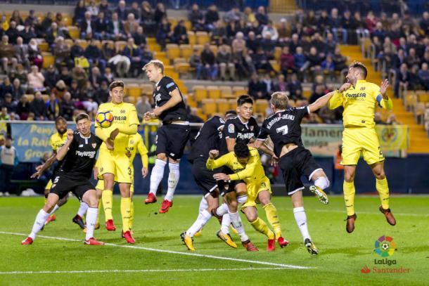 El primer gol del Sevilla fue a balón parado   Foto: Laliga.es