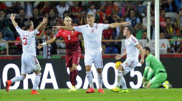 Balaj (au centre) inscrit le seul et unique but pour l'Albanie au Portugal (Source: uefa.com)