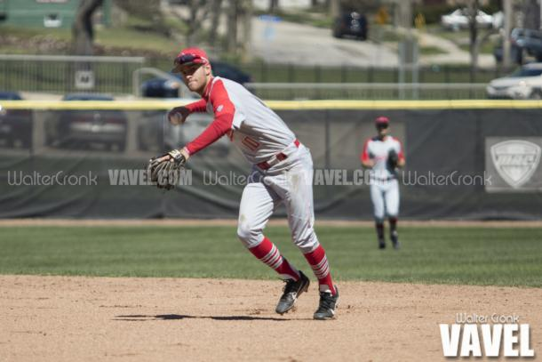 2nd Baseman Sean Kennedy trying to throw the runner out at first base. Photo: Walter Cronk