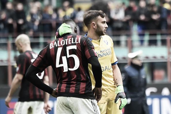 Balotelli é consolado por Bardi (Foto: Giuseppe Cacace/AFP)