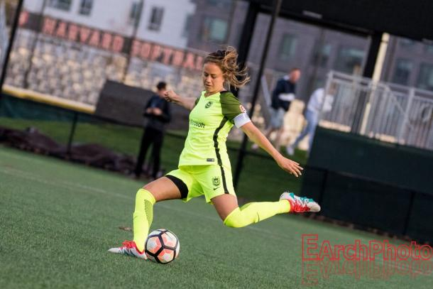 Lauren Barnes re-signed with Seattle, the only club she has played for in the NWSL | Source: E. Sbrana - EarchPhoto