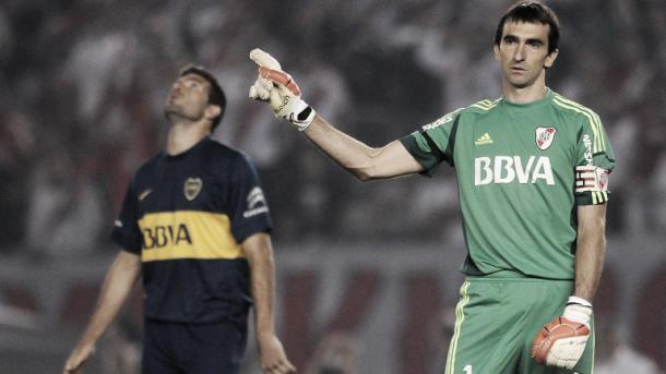 Barovero le ataja el penal a Gigliotti. (Foto: Web)