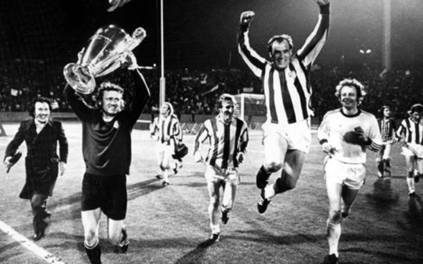 El Bayern celebra la Champions de 1974 con la equipación atlética. Foto: Sport