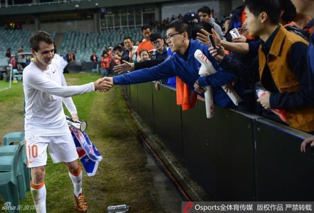 Walter Montillo foi eleito o melhor jogador em campo no empate do Shandong Luneng (Foto: Sina Sports)