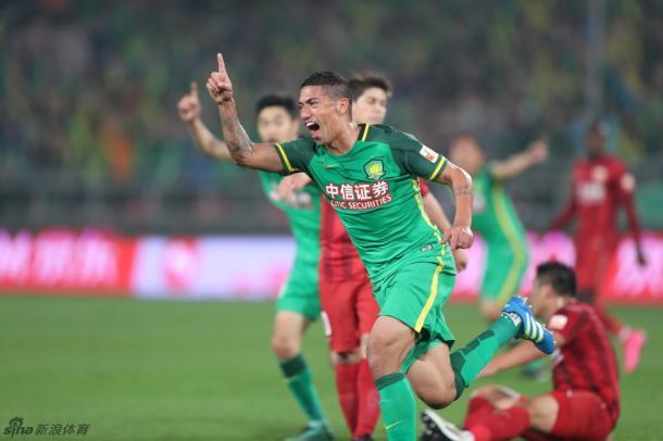 Ralf fez lindo gol, o seu primeiro com a camisa do Guoan (Foto: Sina Sports)