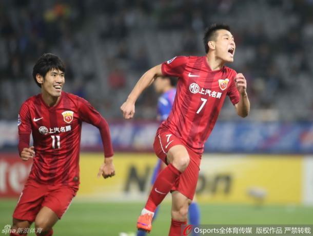 Wu Lei comemora o seu gol contra o FC Tokyo (Foto: Sina Sports)