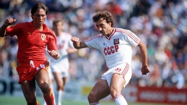 Belanov con la Unión Soviética en México 1986   Popper Foto
