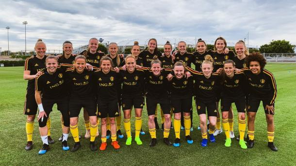 The Belgium WNT poses while training in California. | Photo: @BelRedFlames