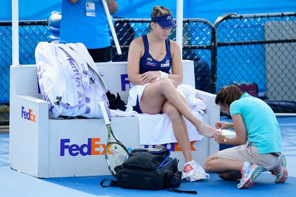 Belinda Bencic gets a right big toenail injury attended to by a WTA physiotherapist during her first-round match against Yulia Putintseva at the 2017 Apia International Sydney, the same injury that later forced her to retire from that match. | Photo: Brett Hemmings/Getty Images