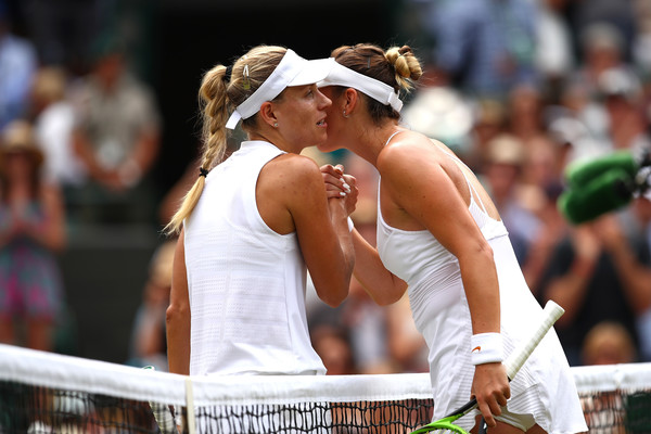 Kerber and Bencic meet at the net for a warm embrace | Photo: Clive Brunskill/Getty Images Europe