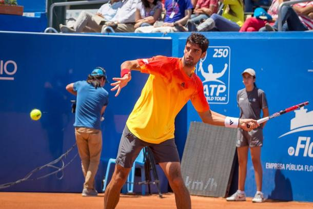 Thomaz Belluci hits a forehand during the final. Photo: Ecuador Open Quito