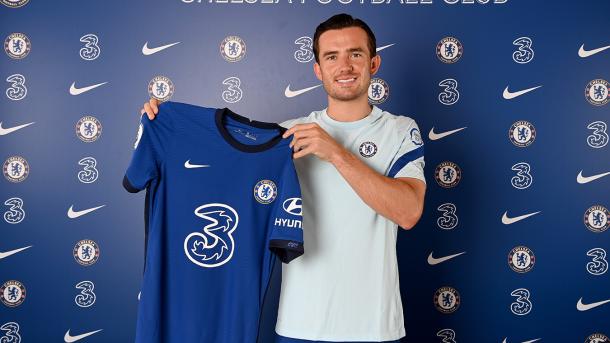 Chilwell posando como nuevo futbolista del Chelsea / FOTO: ChelseaFC