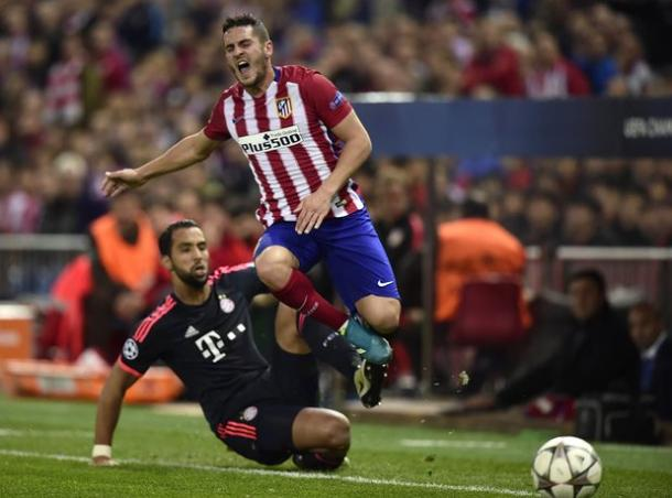 Saul is hauled down recklessly by Benatia | Photo: The Guardian