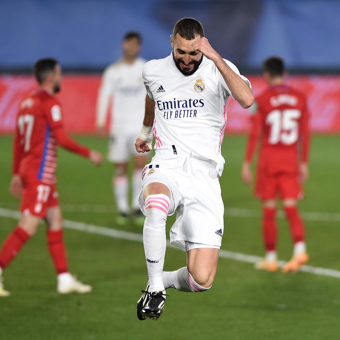 Benzema, celebrando frente a uno de sus rivales preferidos. | Foto: Real Madrid
