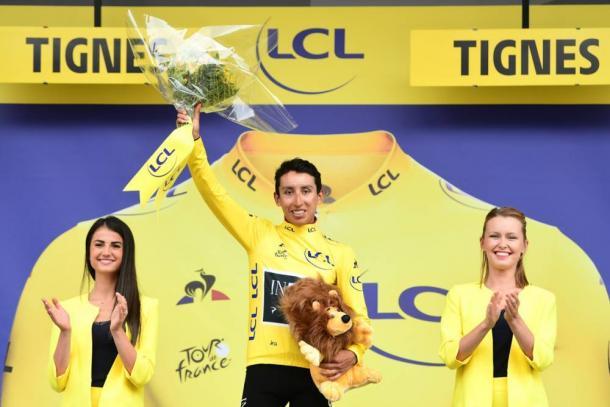 Egan Bernal luce el maillot amarillo en Tignes. | Foto: LeTour