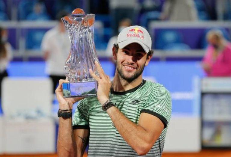 Berretini alzando el título del Serbia Open. (Fuente: Serbia Open)