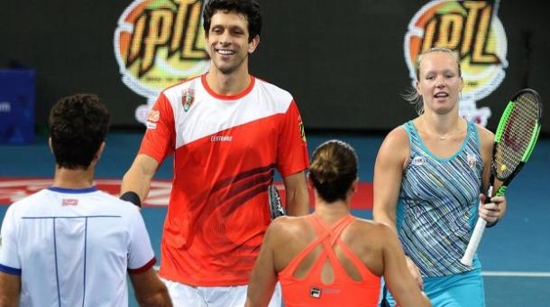 Kiki Bertens (right facing) and Marcelo Melo (left facing) victorious in mixed doubles. Photo: IPTL