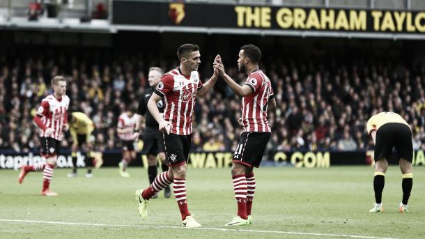 Bertrand y Tadic festejan en el triunfo del Southampton 4-3. Foto: Sitio oficial Premier League