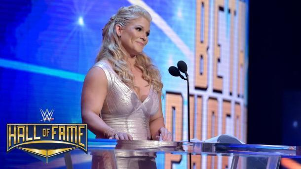 Beth en su inducción al Hall Of Fame | Foto: WWE.com