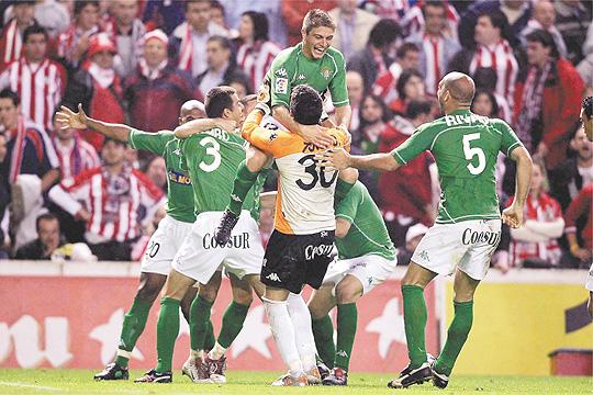 Los jugadores del Betis celebran el pase a la final | Foto: El Desmarque