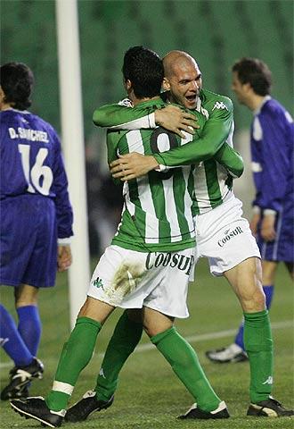 Los jugadores del Betis celebran un gol ante la UDA Gramenet | Foto: El País