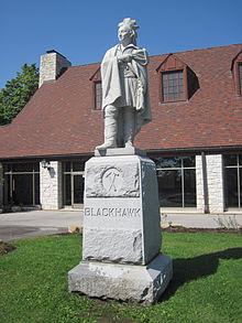 Estatua homenaje a Black Hawk en Illinois / Wikipedia