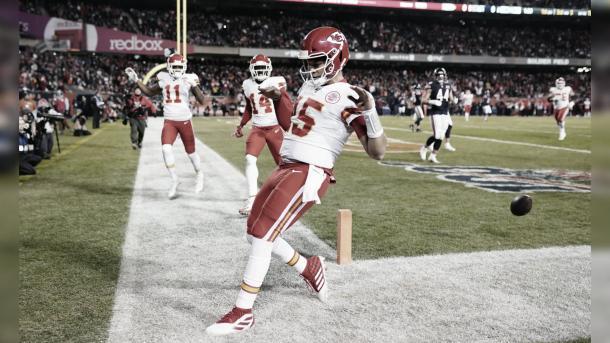 Patrick Mahomes celerando un touchdown (Fuente: Ben Green)