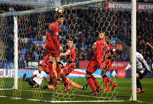 Imagen del gol de la esperanza para el Bolton. Foto: Getty Images