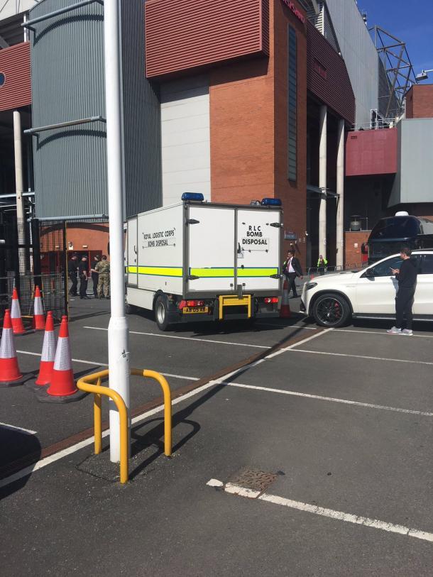 A bomb disposal unit arrives at England's biggest club football stadium | Photo: Neil Ashton on Twitter