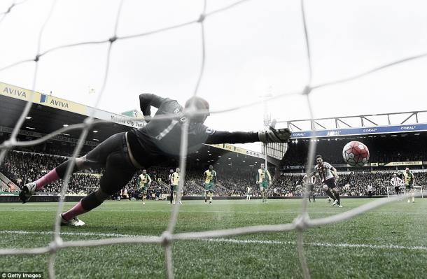 Above: Fabio Borini slots home his penalty during Sunderland AFC's 3-0 win over Norwich City | Getty Images