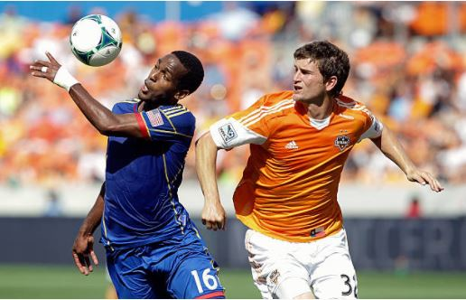 Bobby Boswell (right) during his time with the Houston Dynamo | Source: Bob Levey - Getty Images
