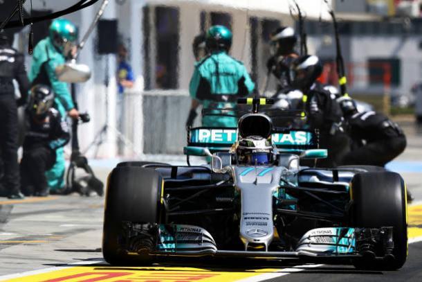 Bottas voltou da parada à frente de Hamilton e assim terminou (Foto: Mark Thompson/Getty Images)
