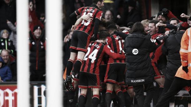 Los jugadores del Bournemouth festejan el triunfo agónico en el 2016. Foto: Sitio oficial de la Premier League