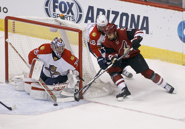 Boyd Gordon #15 of the Arizona Coyotes tries to backhand the puck past goaltender Al Montoya #35 of the Florida Panthers as Teddy Purcell #26 of the Panthers defends during the first period at Gila River Arena on March 5, 2016 in Glendale, Arizona. (March 4, 2016 - Source: Ralph Freso/Getty Images North America)