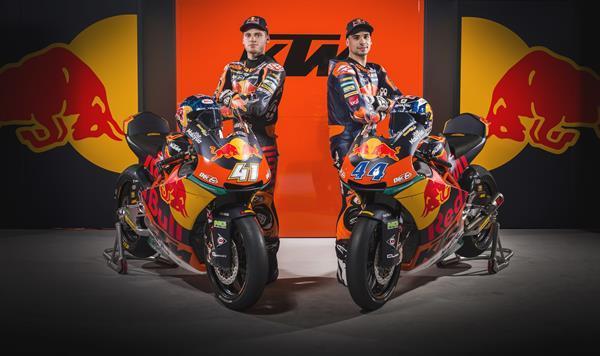 The Moto2 team; Brad Binder and Miguel Oliveira - Sebas Ramero