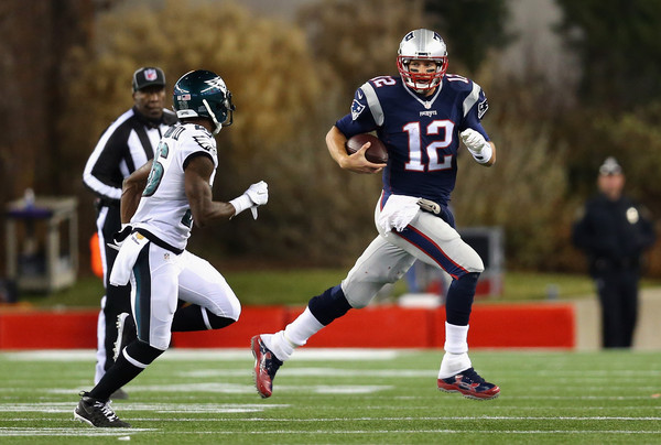 Tom Brady running outside the pocket against the Philadelphia Eagles