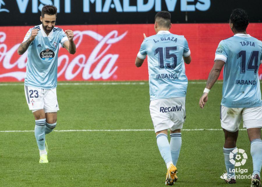 Brais celebra un gol con Olaza | Imagen: LaLiga