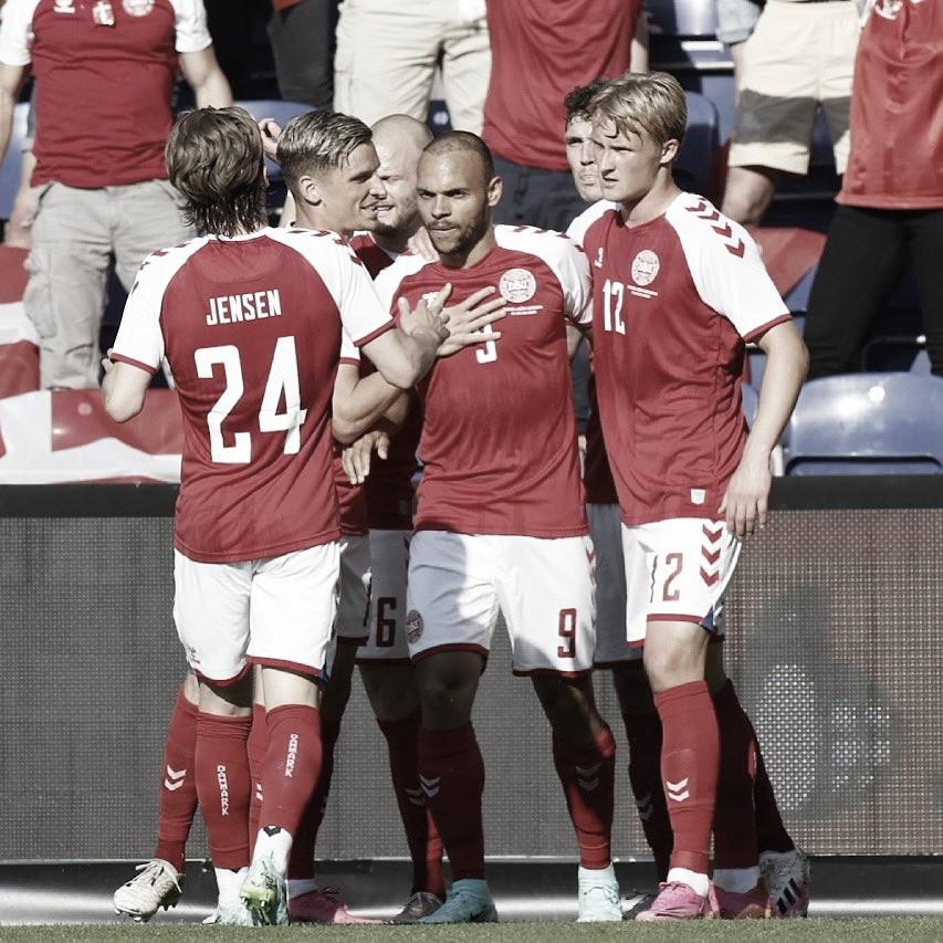 Martin Braithwaite celebrando el gol junto con sus compañeros. / Foto: DBU