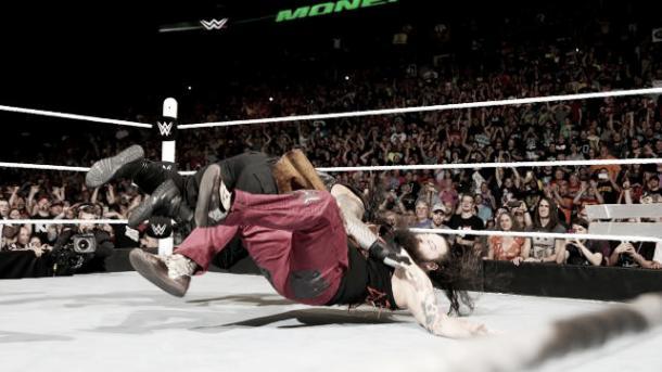 Wyatt screwed Reigns. Photo- DailyDDT.com