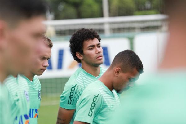 Breno espera apoio da torcida para vencer confronto equilibrado (Foto: Divulgação/Goiás EC)