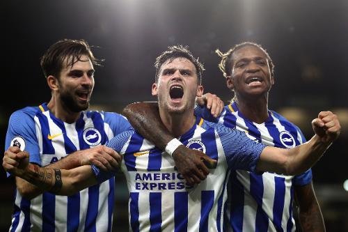 Gross celebra uno de los goles que el Brighton anotó ante el Stoke | Fotografía: Premier League