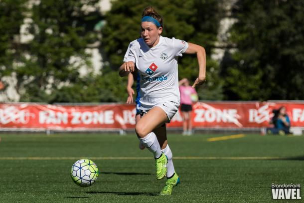 Brittany Taylor of FC Kansas City moves the ball up field against the Seattle Reign   Brandon Farris - VAVEL USA