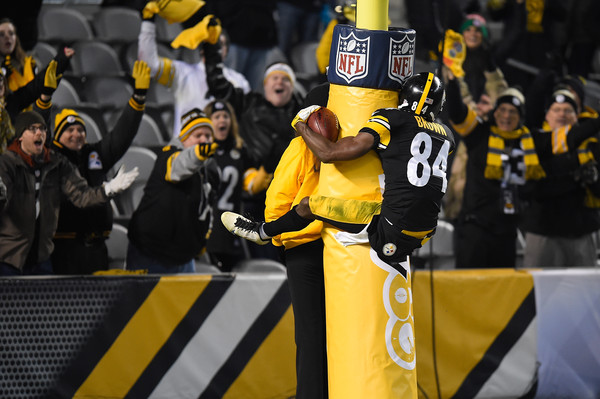 Antonio Brown celebrates a touchdown against the Indianapolis Colts