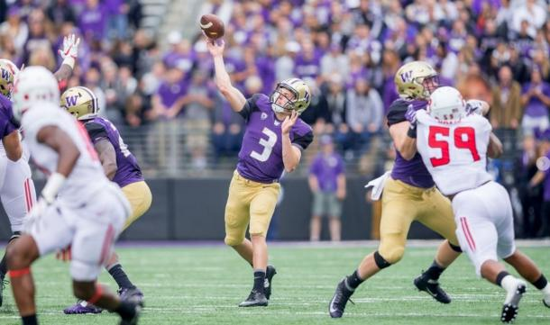 Jake Browning looked much improved with his deep ball accuracy against the Rutgers Scarlet Red Knights | Source: gohuskies.com