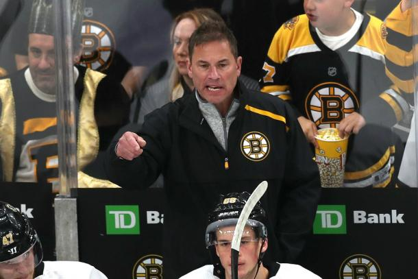 Bruce Cassidy, jefe del banquillo de los Boston Bruins / The Hockey News