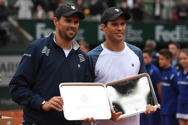 The Bryans hold their runner-up trophies at the French Open. Photo: Dennis Grombkowski/Getty Images