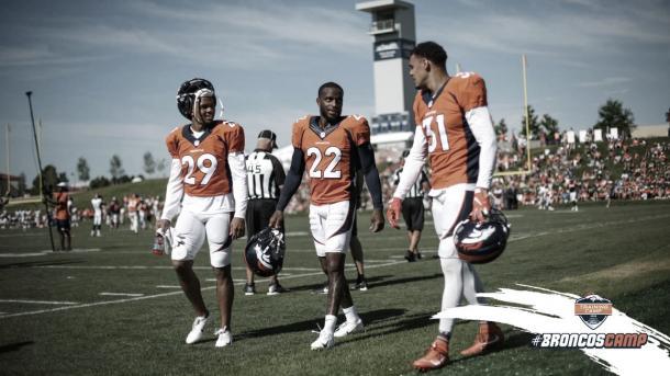 los esquineros Kareem Jackson y Bryce Callaham son las caras nuevas de la defensa de los Broncos (foto Broncos.com)
