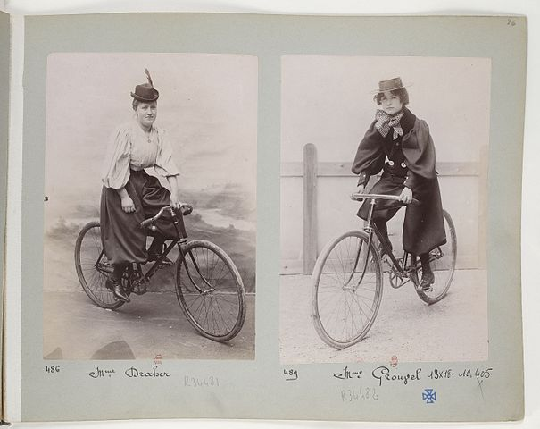 Mujeres ciclistas (1897). Collection Jules Beau (Wikipedia, DP).